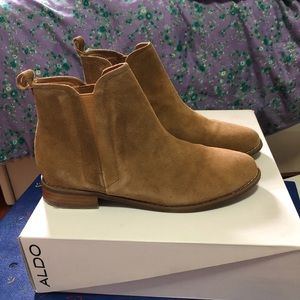 Suede tan Chelsea boots